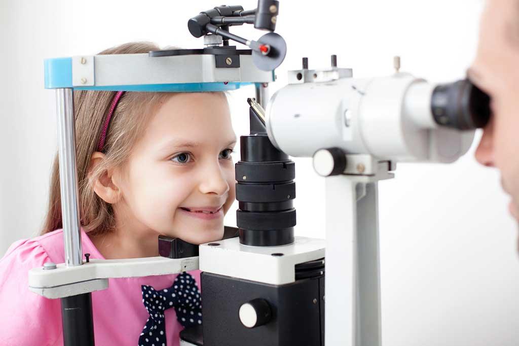 Khám kiểm tra mắt mỗi 06 tháng/lần - Phòng khám Đa Khoa Quốc Tế Sài Gòn